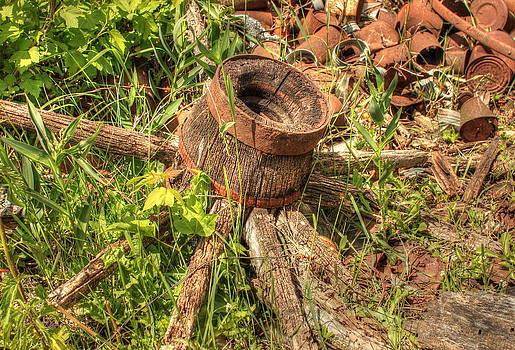 Old Wagon Wheel by Jim Sauchyn
