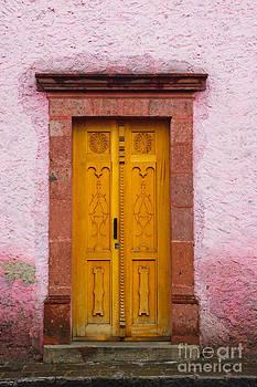 Oscar Gutierrez - Old wooden door