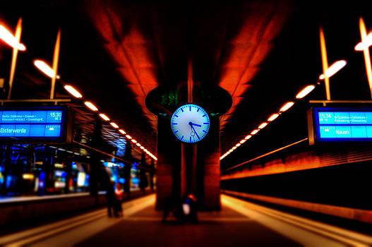 Alexander Drum - on the station platform