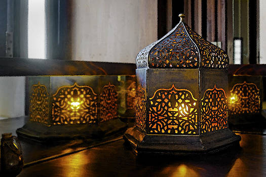 Kantilal Patel - Oriental table lamp corner table