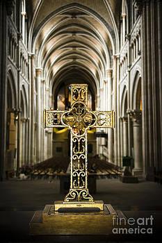 Oscar Gutierrez - Ornate crucifix in cathedral