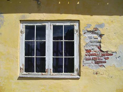 Oud raam by Ton Bocxe