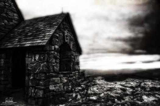 Overlook Cabin by Dan Quam