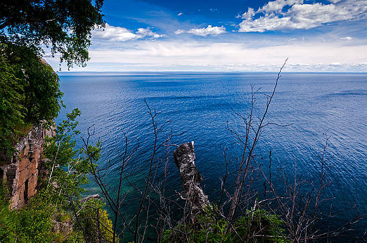 Overlooking Lake Superior by Lonnie Paulson