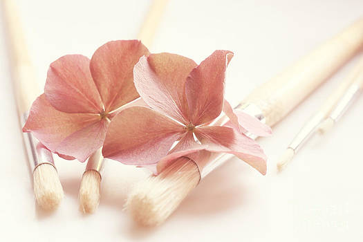 LHJB Photography - Paintbrushes with hydrangea flowers