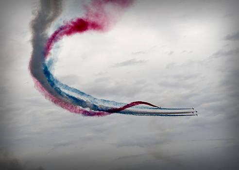 Pedro Cardona Llambias - Red arrows acrobatic team in Minorca - Painting the sky by Red Arrows