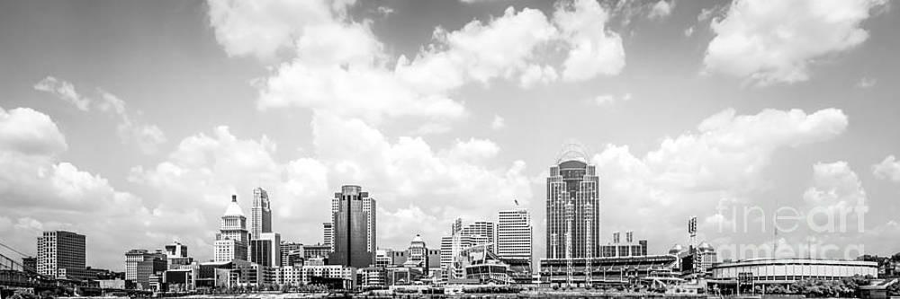 Paul Velgos - Panoramic Picture of Cincinnati Skyline
