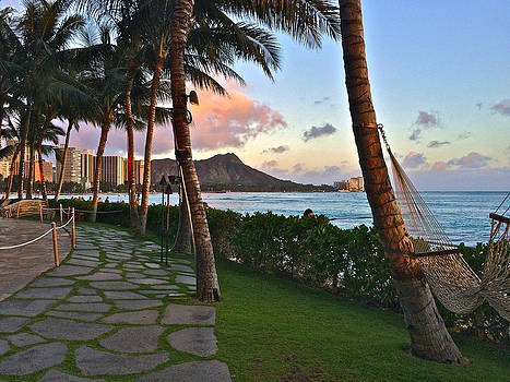 Paradise on Oahu by Richard Hinds