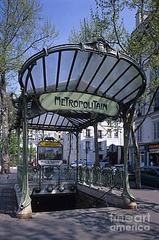 Paris Metro by Derek Croucher