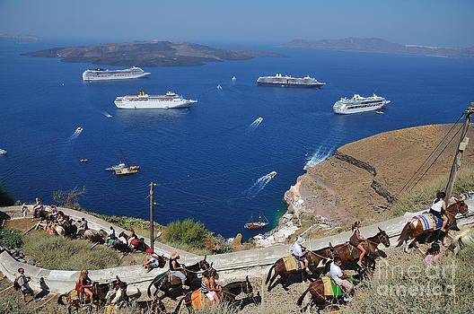 George Atsametakis - Passengers from cruise ships on the way to Fira city