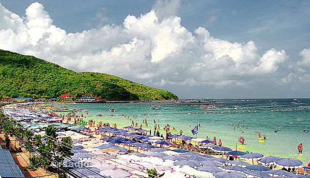 Pattaya Beach by Enrique Rueda