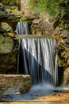 David Hahn - Peaceful Falls in the Gardens