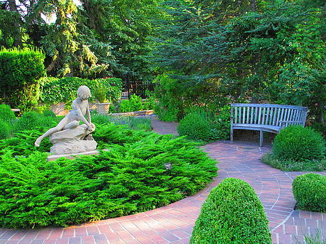 Peaceful Garden by Elaine Haakenson