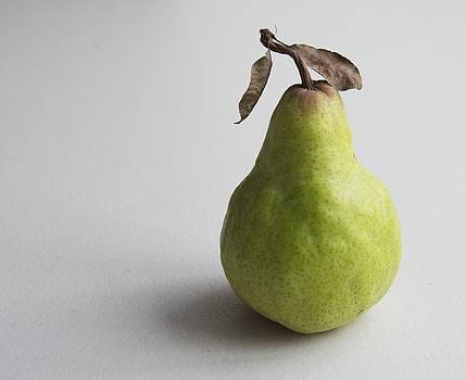 Pear still life protrait by Jocelyn Friis