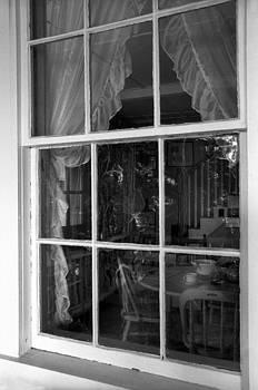 Harold E McCray - Peeping In