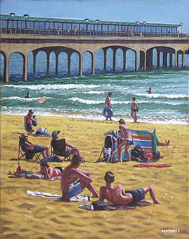 Martin Davey - people on Bournemouth beach Boys looking