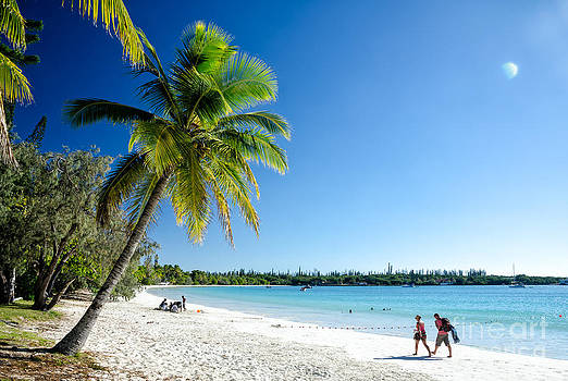 David Hill - Perfect white sand beach with blue sky and blue sea - Isle of Pines - New Caledonia - South Pacific