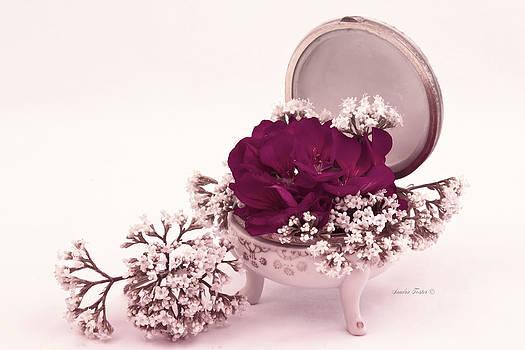 Sandra Foster - Pink Geranium And Valarian In Vintage Dish