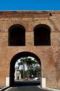 Porta Pinciana by Luis Alvarenga