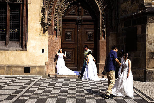 Prague brides by Joanna Madloch