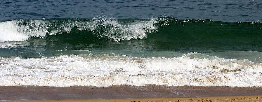 Pretty Wave by Eunice Miller