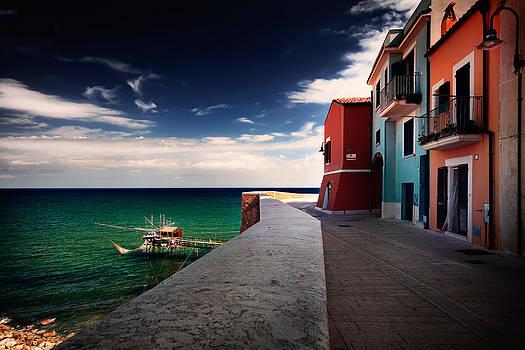 Promenade along the bay by Franco Farina