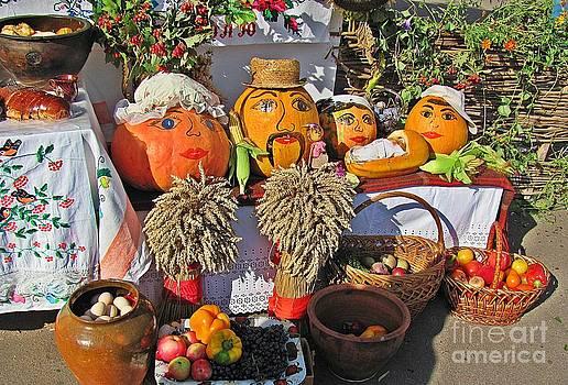 Pumpkin Kin by Halyna  Yarova