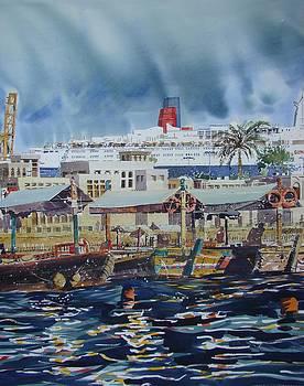QE2 in Dubai by Martin Giesen