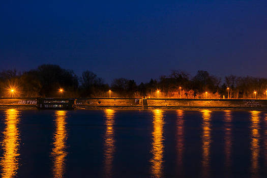 Newnow Photography By Vera Cepic - Quay lanterns with reflection in river