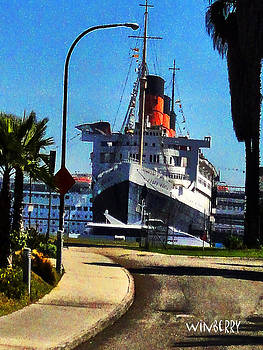 Queenmary 2 by Bob Winberry