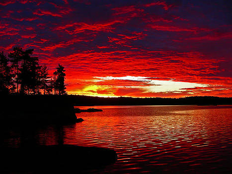 Quetico Sunrise by Peter  McIntosh