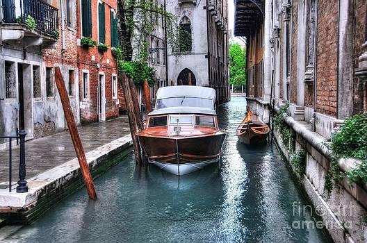 Mel Steinhauer - Quiet Canal In Venice