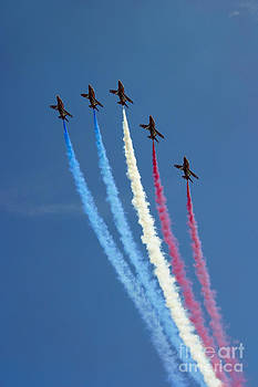 Red Arrows 5 by Alan Oliver