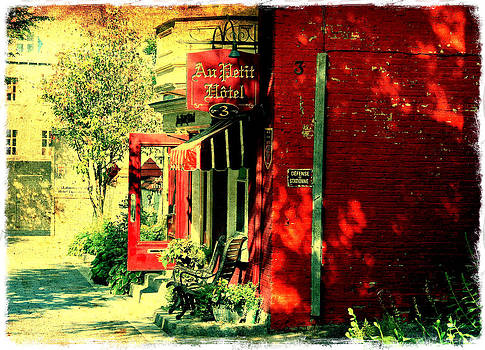 Laura Carter - Red Brick Hotel Photograph
