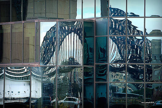 reflecting the Harbour Bridge by Christoph Mueller