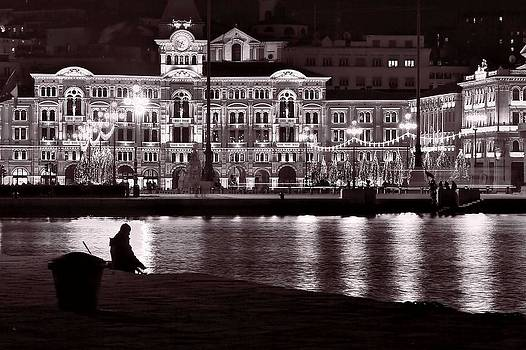 Relaxing night in city by Giorgio Perich