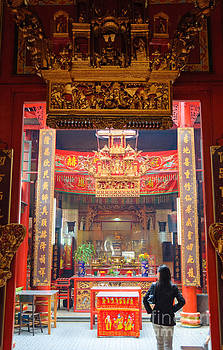 Rich decoration in Chinese Temple - Sze Yah temple - Kuala Lumpur - Malaysia by David Hill