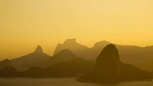 Rio de Janeiro moutains by Philipe Kling David