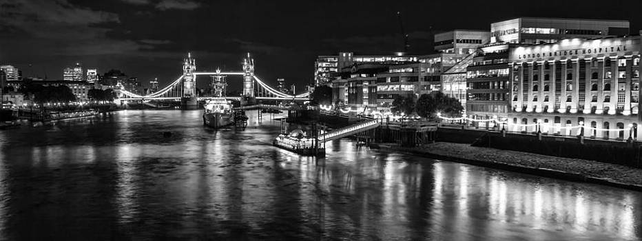 River Thames and Tower Bridge by Wayne Molyneux