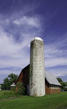 Roadside silo by Thomas Sauerwein