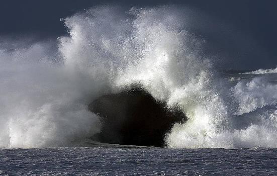 Rock V wave III by Tony Reddington