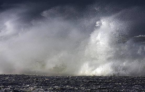 Rock V wave V by Tony Reddington