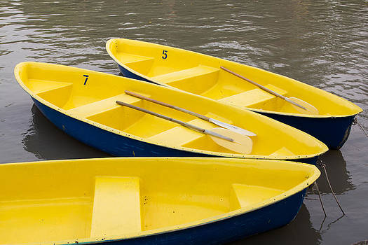Row boats. by Suphakit Wongsanit