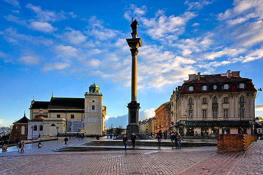 Royal Castle Square and Sigismund's Column by Tomasz Dziubinski