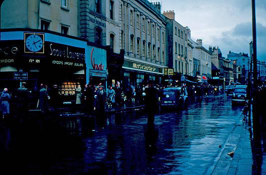 Rush Hour Cheltenham 1953 by Cumberland Warden