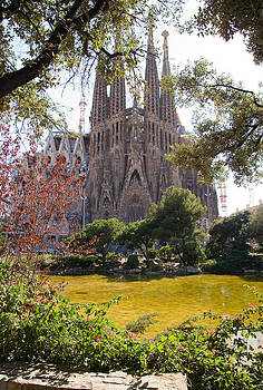 Sagrada Familia Pond by Viacheslav Savitskiy