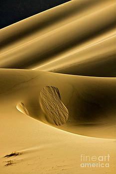 Sand Avalanche by Michael Cinnamond