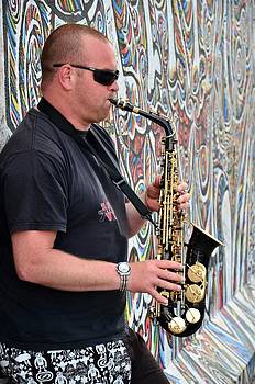 Gynt - Saxophonist at the Berlin Wall