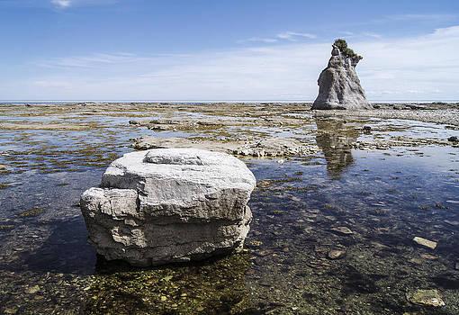 Arkady Kunysz - Sculpted rock on Naked Isld