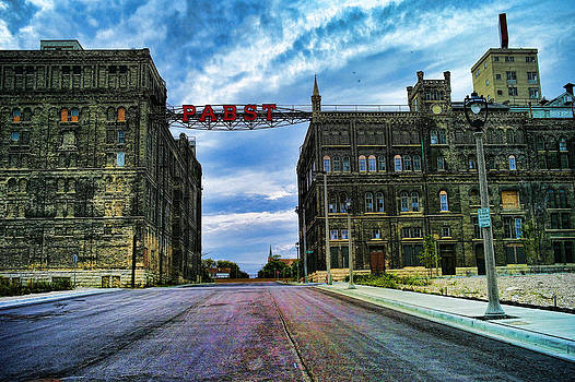 LAWRENCE CHRISTOPHER - SEEN BETTER DAYS OLD PABST BREWERY HOME OF BLUE RIBBON BEER SINCE 1860 NOW DERELICT